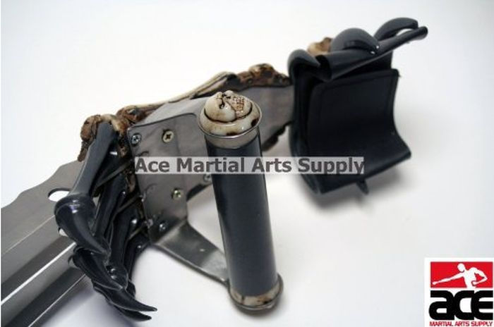 Zombie Gear Demon Bones Tri-Bladed Fantasy Hand Claw (11 pics)
