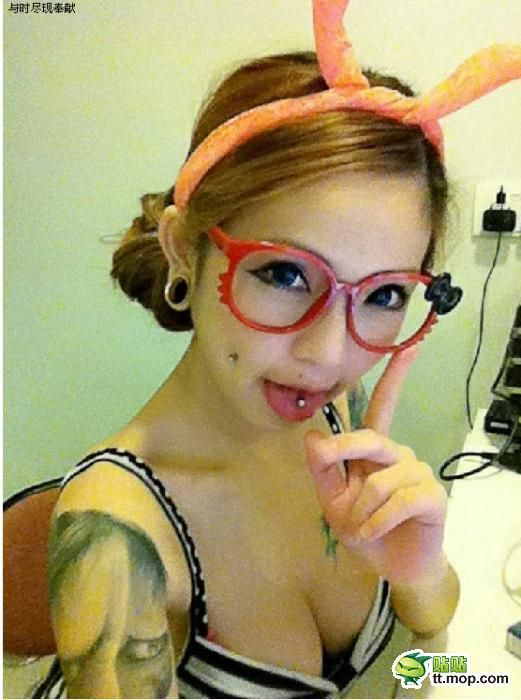 Asia's Sexiest Tattoo Master (30 pics)