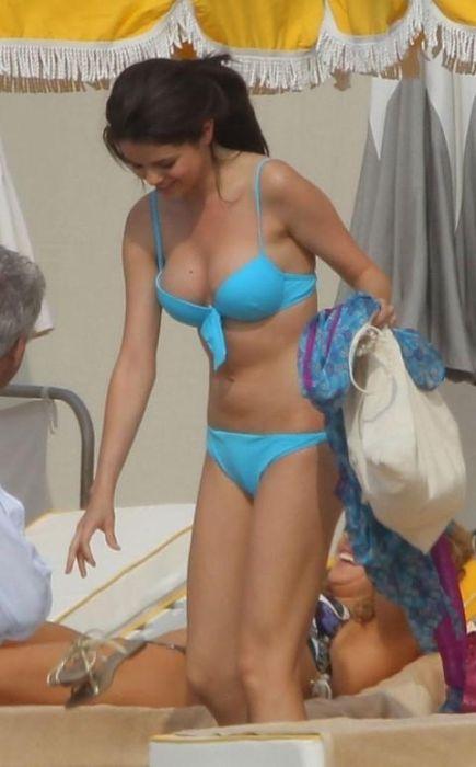 Selena Gomez Monte Carlo Bikini Pictures (30 pics)