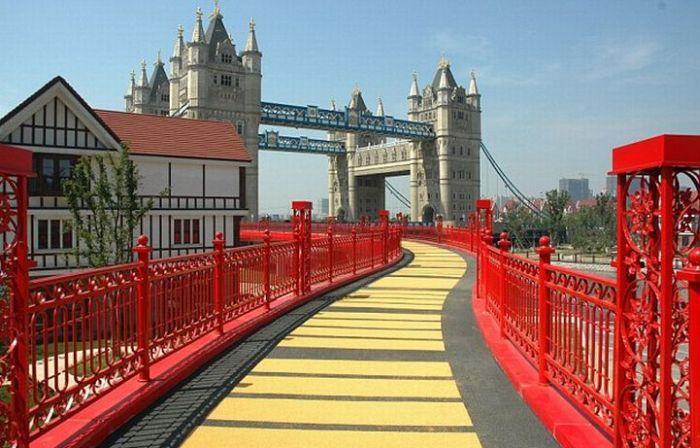 Tower Bridge in China (6 pics)