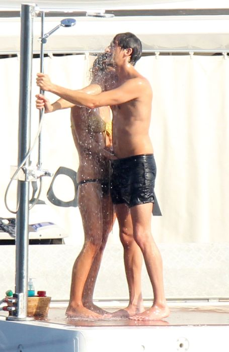 A Lesson In Showering By Adrien Brody (13 pics)