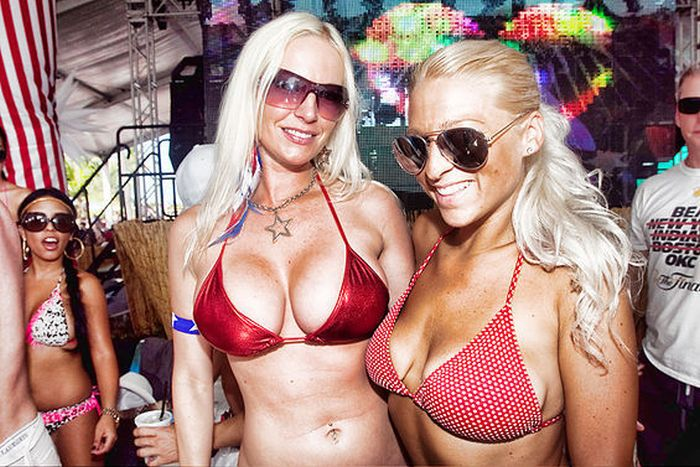Pool Parties (60 pics)