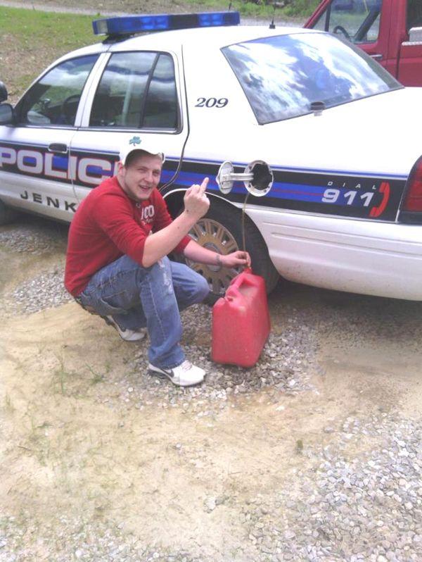 Facebook Photo Led to Arrest (2 pics)