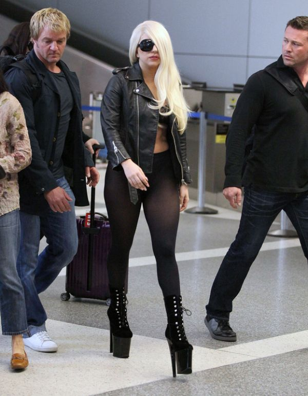 Lady Gaga Landed in LAX (9 pics)