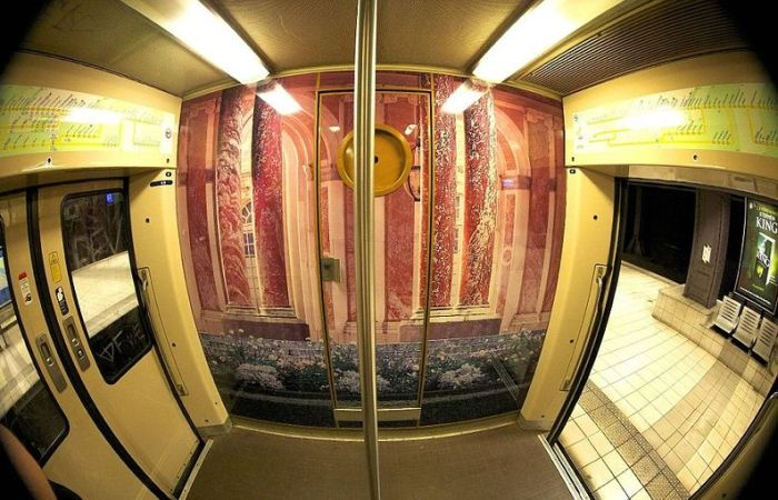 The Interior of Paris - Versailles Train  (14 pics)