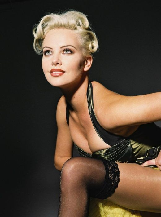 Photos Of Charlize Theron (47 pics)