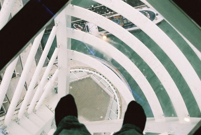 Glass Floor (24 pics)