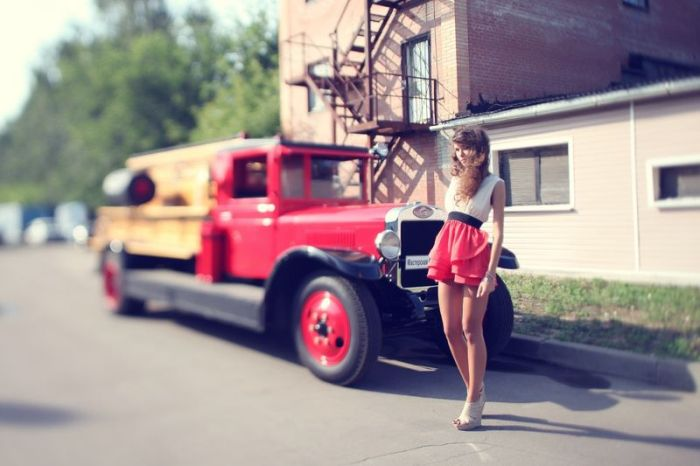 Cute Girls and Vintage Cars (56 pics)