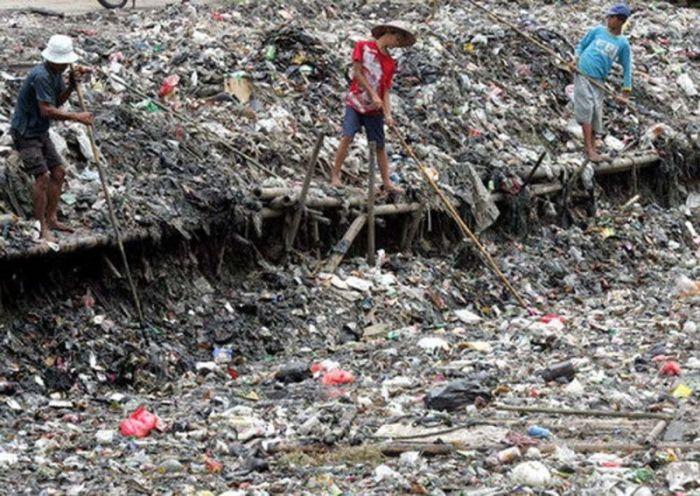 Citarum River in Indonesia (8 pics)