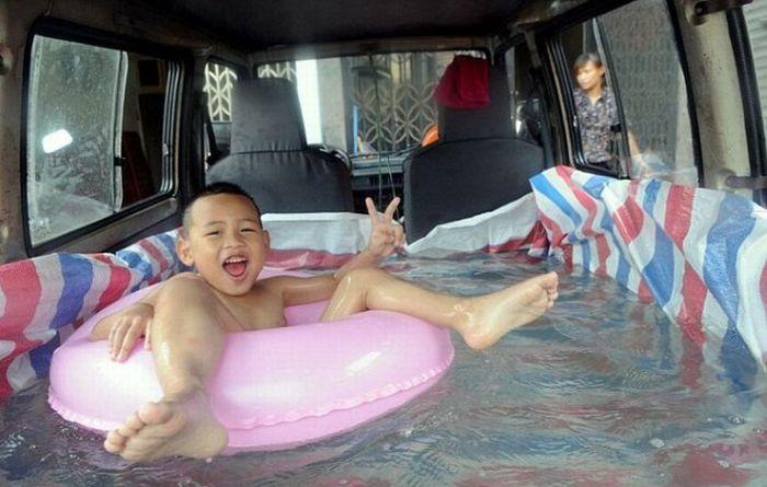Swimming Pool Inside a Car (4 pics)
