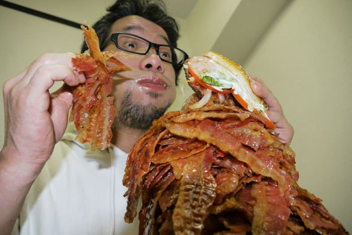 Burger with 1,050 Bacon Strips (14 pics)