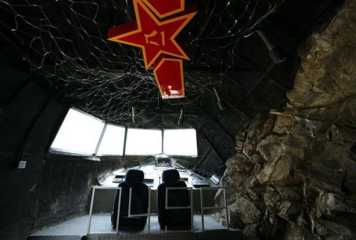 Military-Themed Restaurant in Beijing, China (15 pics)