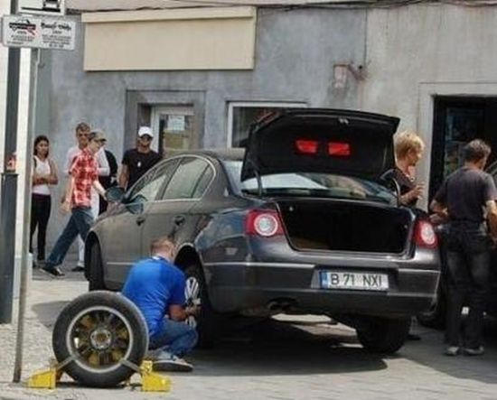 Wheel Lock is Not a Problem for This Guy (5 pics)