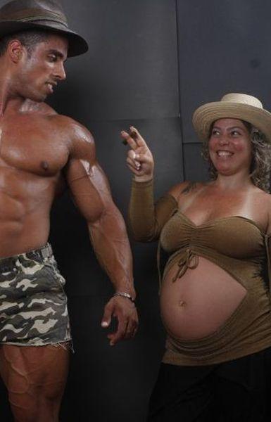 Awkward Pregnancy Portraits (50 pics)