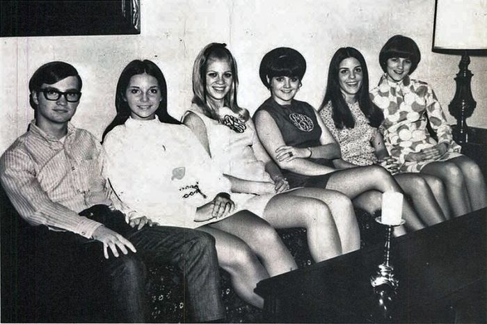 Miniskirts of the Past. Part 2 (107 pics)