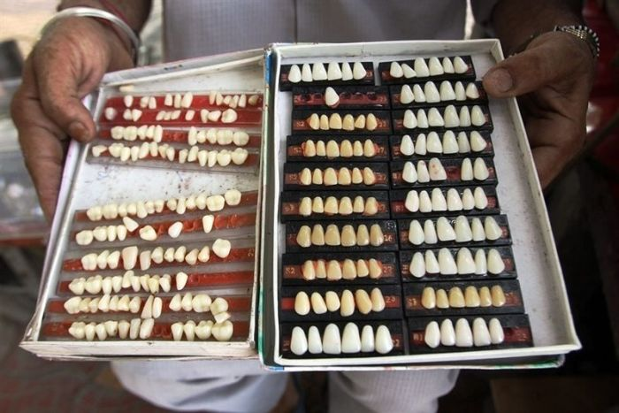 Street Dentists in India (5 pics)