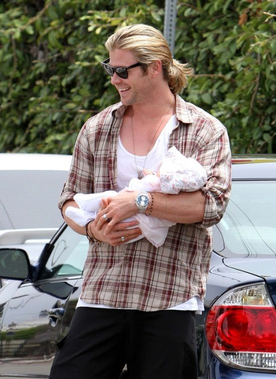 Chris Hemsworth with His Baby In His Arms (16 pics)