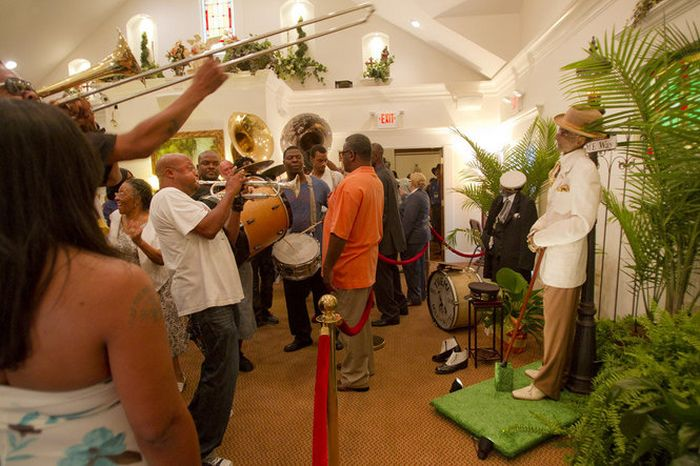 Dead Body of Lionel Batiste Put On Display Standing Up in New Orleans (4 pics)