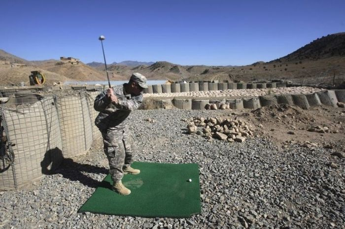 Playing Golf in Afghanistan (14 pics)