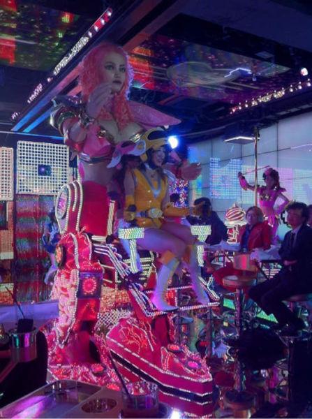 Dancing Bikini Robots (21 pics)