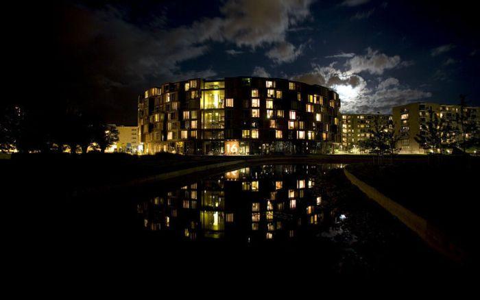 The Coolest University Dorm (25 pics)