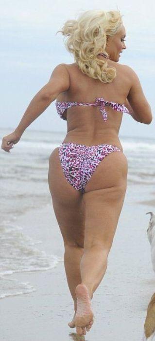 Coco at the Beach (10 pics)