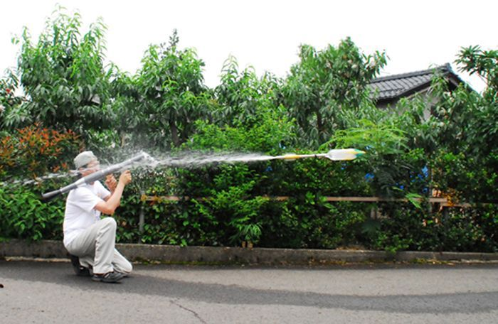 The Plastic Water Bottle Rocket Launcher (5 pics)