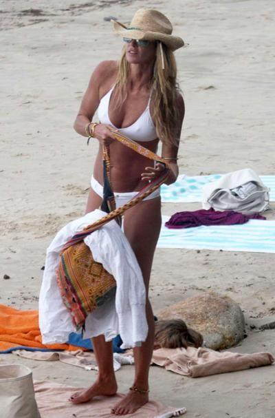 Famous Girls in White Bikinis (41 pics)