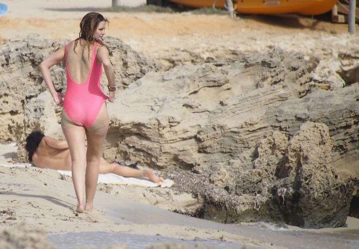 Mischa Barton in Pink Swimsuit (18 pics)