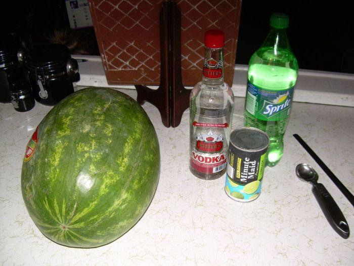 How to Make a Vodka Watermelon (9 pics)