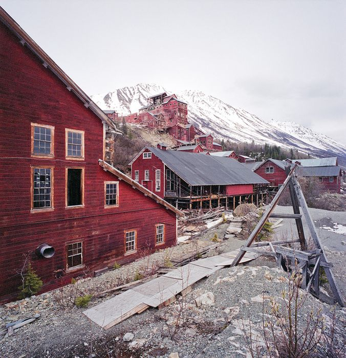 The Kennecott Mine Camp (32 pics)