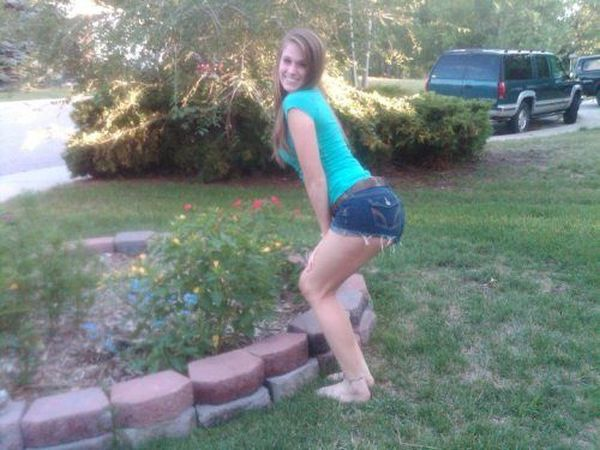 Sexy Girls in Short Shorts (30 pics)