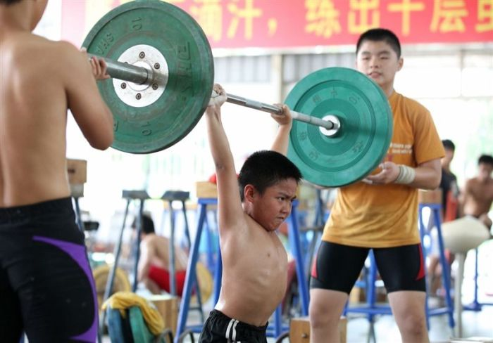Mass Production of Olympic Champions in China (38 pics)