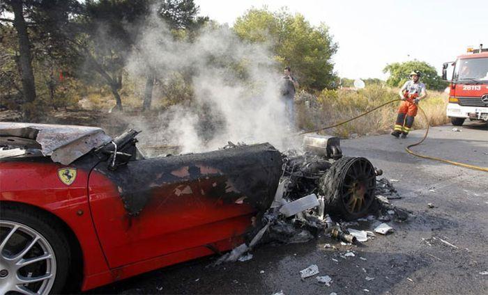 Ever Banega's Ferrari on Fire (7 pics + video)