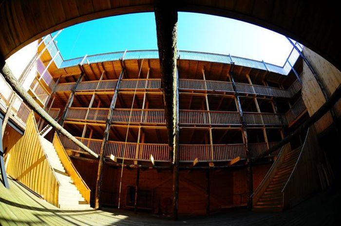 Life-Size Noah's Ark (8 pics)