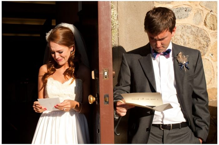 Reading Each Other's Wedding Speeches. Man vs Woman (3 pics)