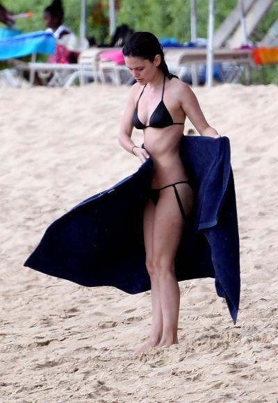 Famous Girls in Black Bikinis (52 pics)