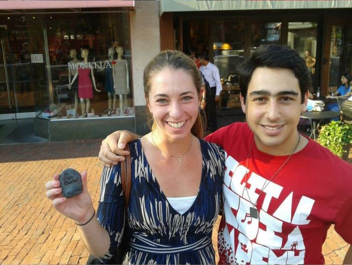 Hot to Get a Hot Girl to Take a Picture with You (6 pics)