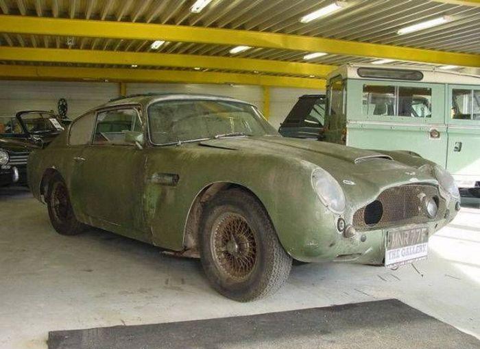 Abandoned Supercars (61 pics)