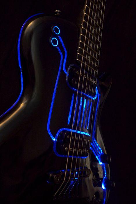 TRON Guitar (7 pics)