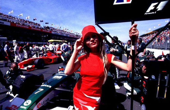 Pitbabes from Formula One Grand Prix (67 pics)