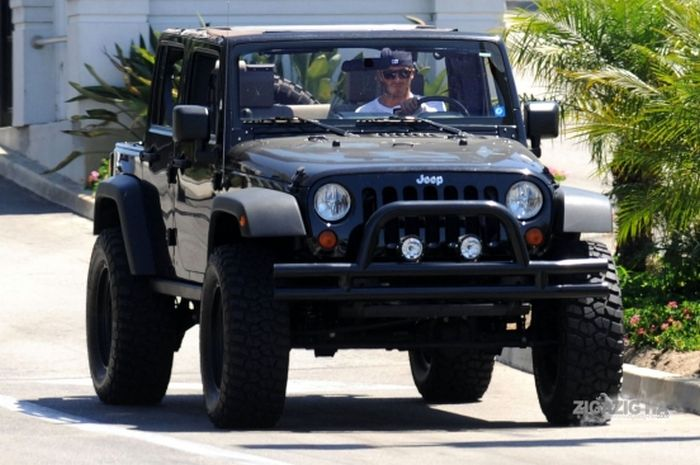Cars of Celebrities (22 pics)