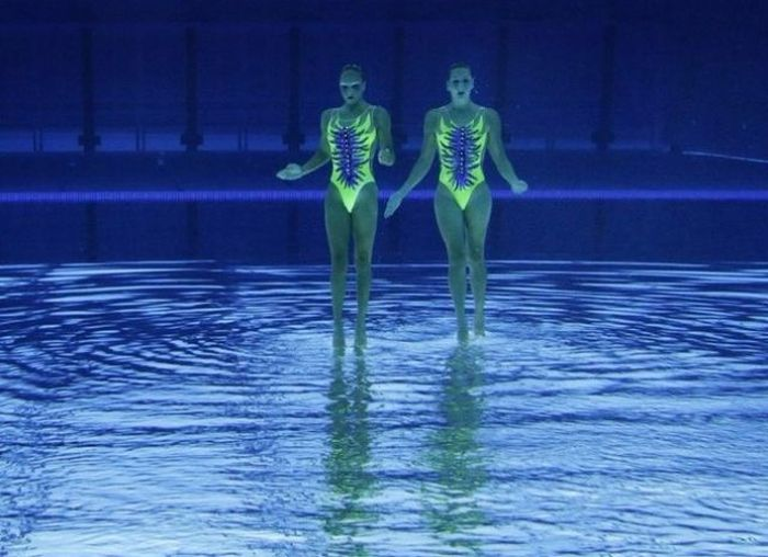 Syncronized Swimming as Seen Under Water (13 pics)
