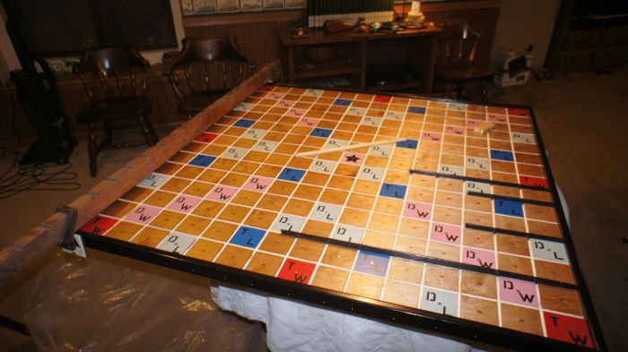 Giant Scrabble Board (45 pics)