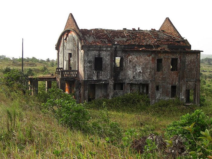 Bokor Hill Station. Abandoned Town in Cambodia (33 pics)