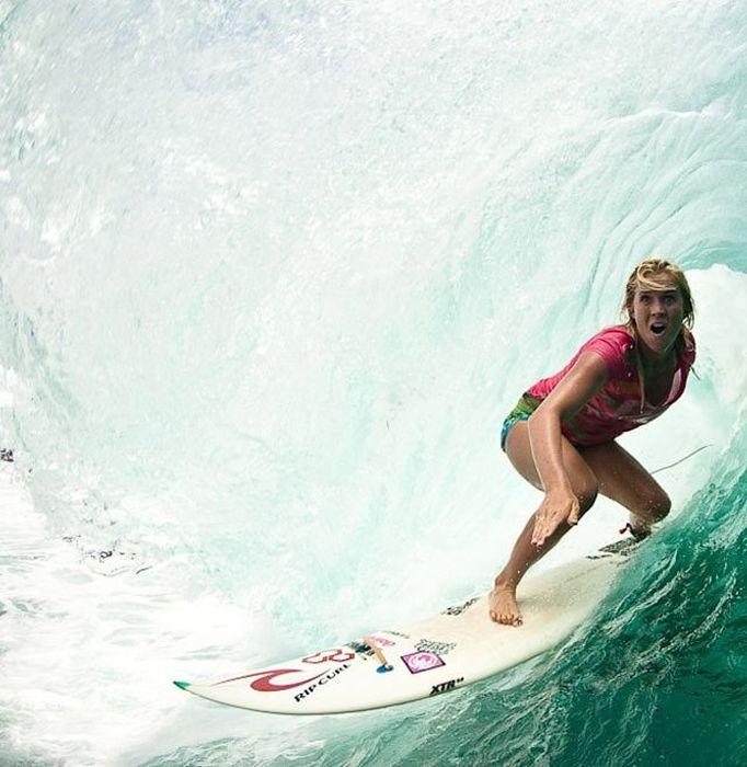 One-Armed Surfer Bethany Hamilton (21 pics)