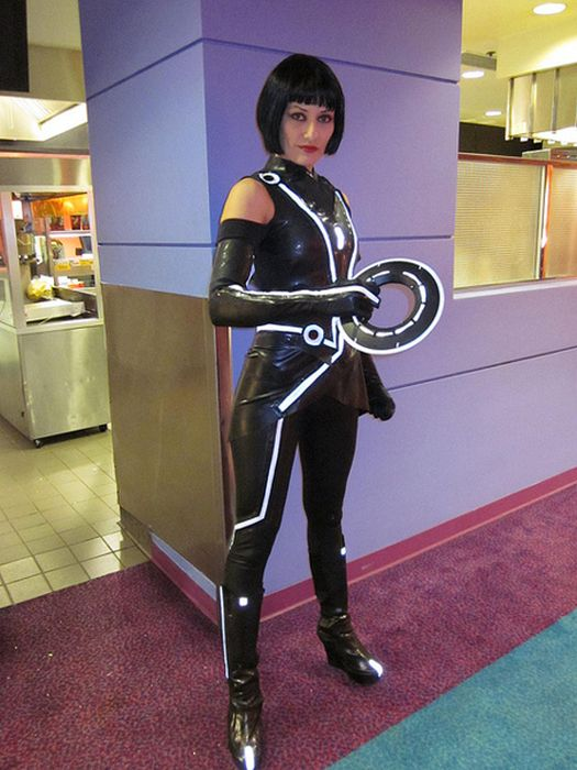 Hot Girls in Latex Cosplay Outfits (23 pics)