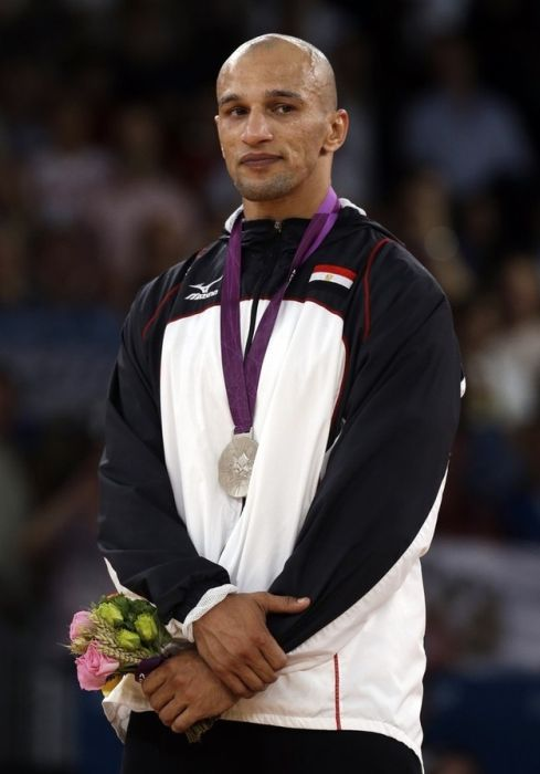 Celebrating Olympic Silver Medals (16 pics)
