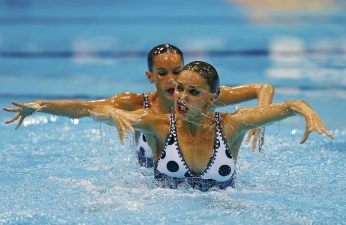 Hilarious Faces of Synchronized Swimming (43 pics)