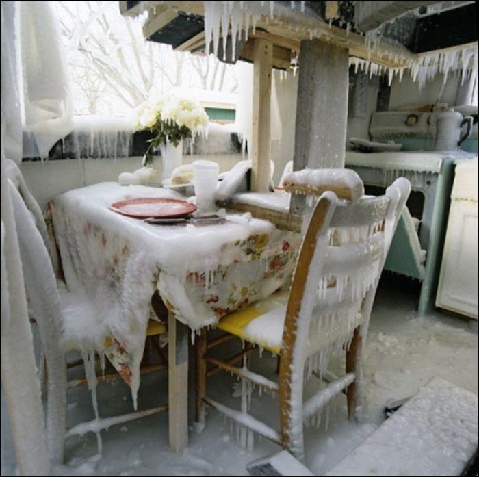 Frozen House (5 pics)